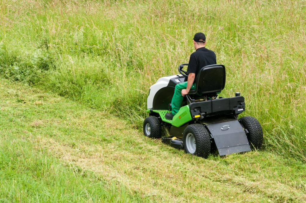 hydro 100 iii tracteur tondeuse autoport e etesia. Black Bedroom Furniture Sets. Home Design Ideas